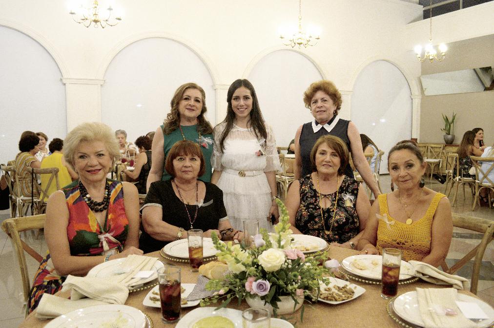 Lucely Alpízar Carrilllo, Alma Rubí Ramírez, Estela Salazar y Marta Méndez Maldonado (sentadas); Hilda Esther Salomón Barbosa, Hilda María Conde Salomón y Ligia Ruz Hernández (de pie)