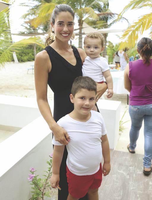 Silvia Molina de Hadad con Pablo Hadad Molina y Patricio Hadad Molina