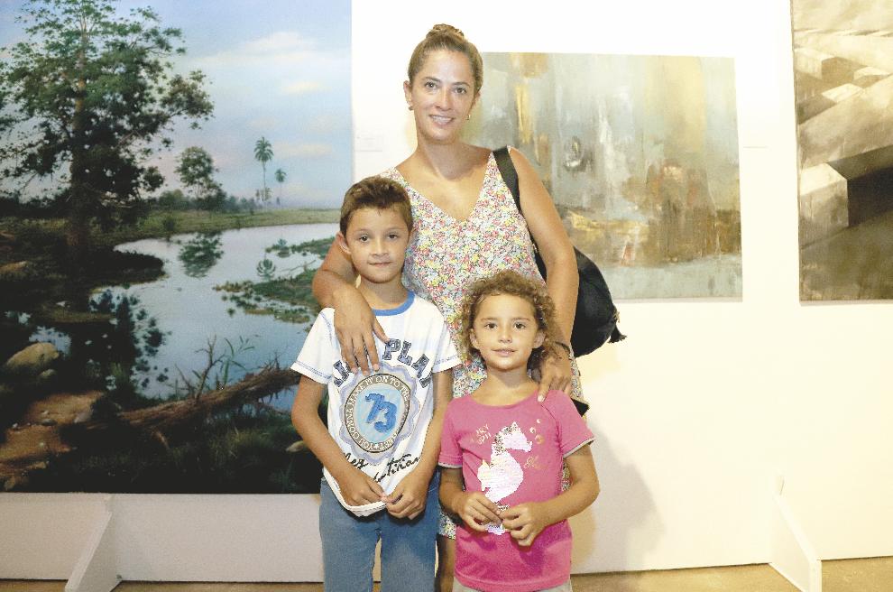 María Inés González con Nicolás Orozco González y Lucía Orozco González