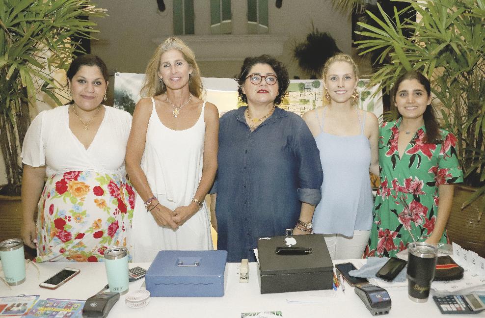 Nicole Xacur, Marissa Goff, Seyni Boeta, María Del Mar Rivas y Mariana Ríos
