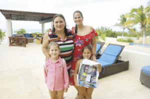 Mariana Bobadilla Esquivel y Andrea Cámara Laviada con Mariana Castro Bobadilla y Valeria Sales Cámara