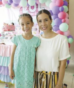 Maribel Reyes Casares con Sofía Arceo Reyes