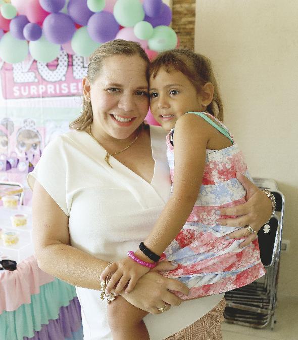 Lorena Herrera de Briceño con Loreta Lumina Briceño Heredia