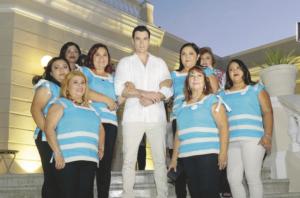 Amelia Rosado, Dora Nava, María del Carmen Cobá, Rubí Cool, María de los Ángeles Vela, David Zepeda, Gabriela Solís, Griselda Patraca y Norma Escalante (de abajo hacia arriba).