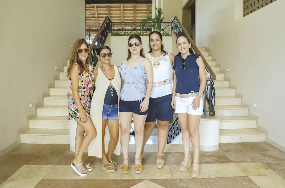 Elsa González, Maribel Ávila, Sol Cueva, Nancy Comas y María Elena Achurra
