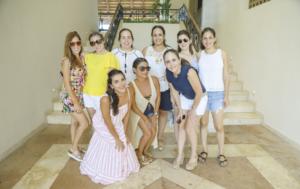 Elsa González, Claudina Villanueva, Mar Preciado, Nancy Comas, Sol Cueva, Ligia Solís (segunda fila) Mariana Flores, Maribel Ávila y María Elena Achurra (primera fila)
