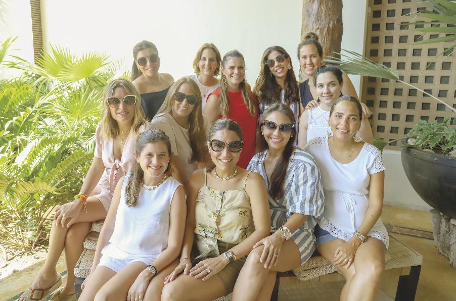Las exalumnas del Mérida, felices en el reencuentro