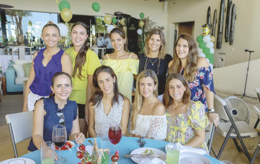 Beatriz Díaz, Mariana Pérez, Valentina Gomez, María del Mar Ponce, Mariana Rodríguez (de pie); María Elena Achurra, Paulina Nieves, Alejandrina González y Ana Gaby Canto (sentadas)