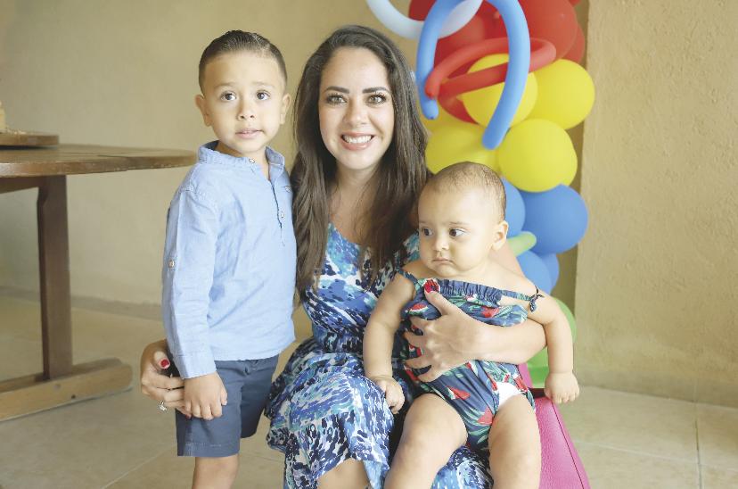 Isabella Ortegón con Santiago Pérez y Andrea Paredes