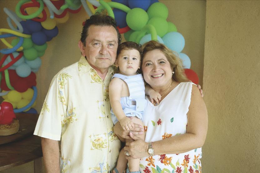 Luis Castillo y Beatriz López de Castillo con Mariano Duvert Castillo
