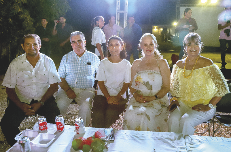 Armando Chami Urcelay, José Gené, Charito Alam de Gené, Michelle Byrne y Nonoya Lizarraga de Chami