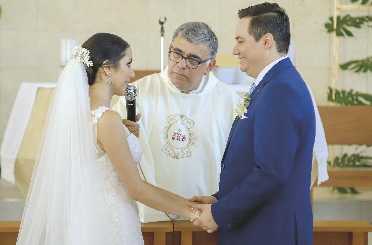 Alejandro Conde Salomón y Teresa Broca Abreu Los novios al momento de los votos matrimoniales