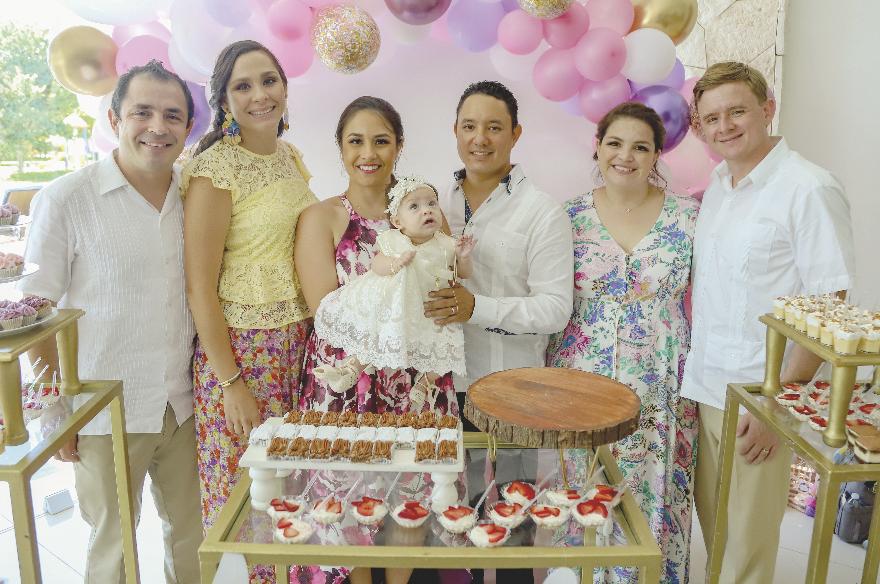 Vicente Correa, Patricia Aizpurua, Ana Cristina Correa con Andrea Young Correa, la festejada, Mario Young, Lucy Correa y Trey Barbee