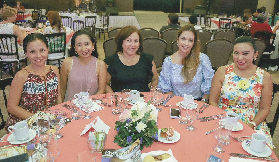 Julia Alonzo Aguayo, Karla Soberanis López, Rubí Briceño, Evangelina Díaz y Edsi Gómez Pérez