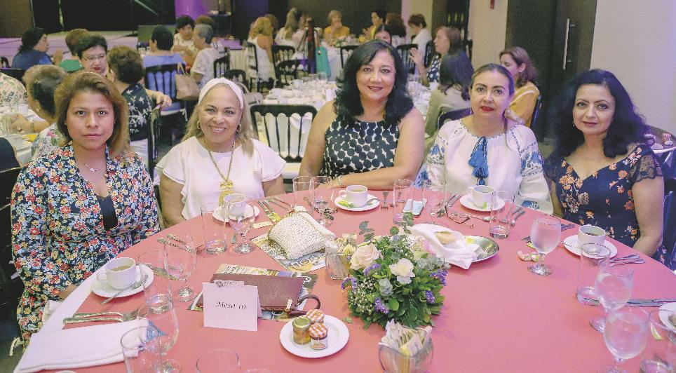 María de Los Ángeles Gómez, Marta Casanova, María Celia Cabañas, Regina Sosa e Ileana Gil Sahuí